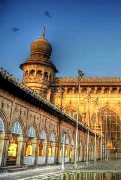 Guide Hyderabad is a tourist place to see many here like charminar,ramoji film city. cover